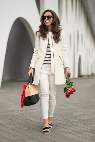 Cómo combinar un abrigo blanco