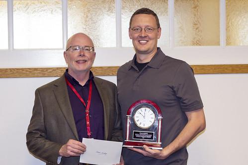 Chad Hodge receives Houtchens Award