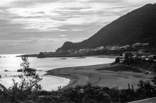 ocean sunset sea blackandwhite bw orchid film beach analog 35mm island bay coast nikon taiwan analogue agfa nikonfm2 fm2 lanyu nikonfm2n 135film jaredyeh hiphopmilk