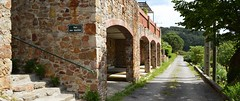 Hameau de Carnoulès (Gard), chemin du bas Carnoulès et rue des Gouttes :)