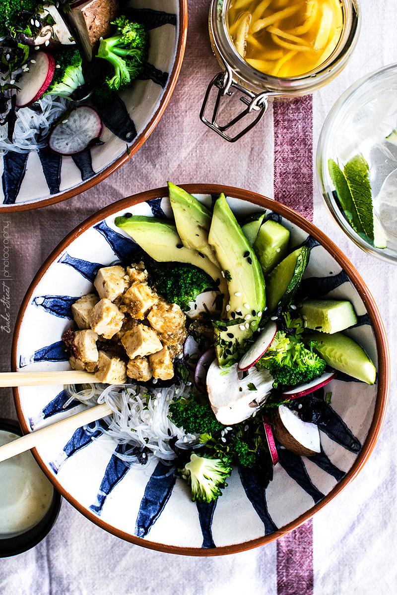 Vermicelli con feta marinado y yogurt de wasabi