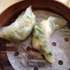 produce(0.0), mandu(1.0), momo(1.0), food(1.0), dish(1.0), dumpling(1.0), pierogi(1.0), jiaozi(1.0), cuisine(1.0), chinese food(1.0),