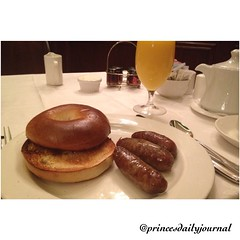"""Talk about a #throwbackthursday! #whatsprinceeating: """"Toasted Bagel and Cream Cheese"""" www.princesdailyjournal.com #princesdailyjournal #princeinthecity #breakfast #foodie #myfab5 #entrepreneur @bestfoodboston #boston #foodart"""