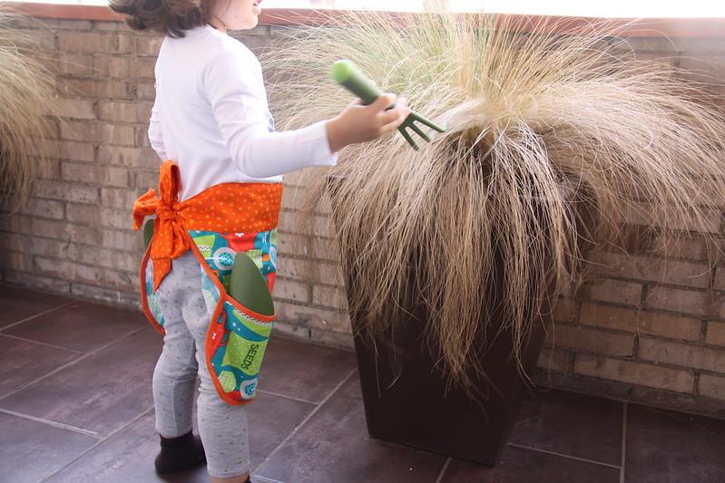 delantal jardinería infantil