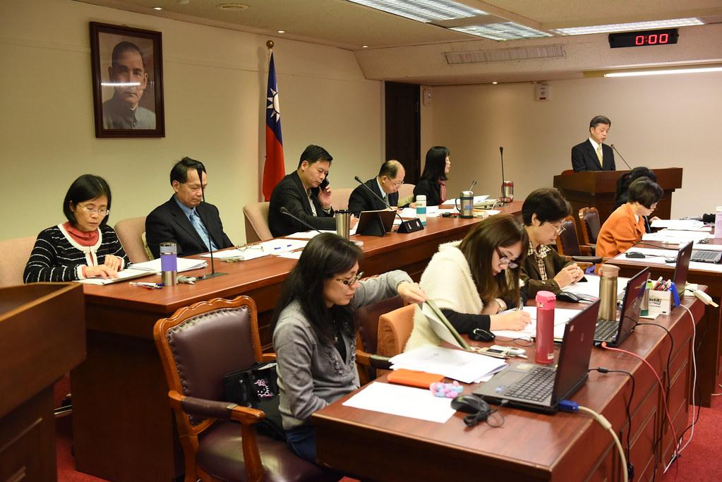 勞動部長陳雄文在衛環會針對RCA案進行專案報告(攝影:宋小海)