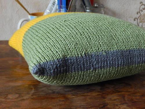 как связать простой чехол на диванную подушку спицами | Хорошо.Громко.