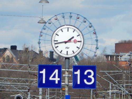 sky clock station finland helsinki track numbers ferriswheel amusementpark linnanmäki numero kello maailmanpyörä raide