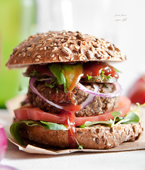 Vegan burgers with lentils, mushrooms and walnuts