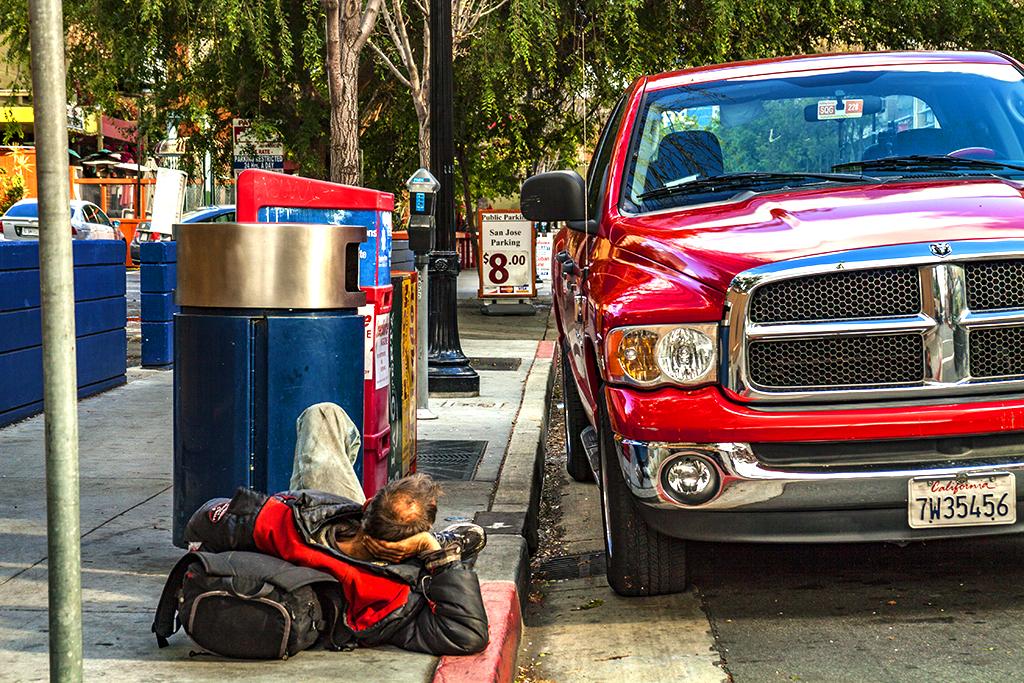Man-lying-on-sidewalk-next-to-big-truck-in-4-15--San-Jose