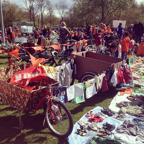 More bargain in the #vondelpark #amsterdam #qday #kingsday #acitymadebypeople #bakfiets #family