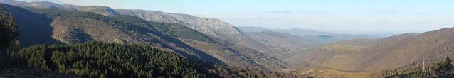 Vue sur la vallée du Luech depuis la route des crètes