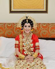 Foto pengantin wanita dengan baju pernikahan Baju Bodo adat Bugis di wedding Kak Eka & Ardi di Cilincing Jakarta Utara. Fotografer wedding by @adamvalian (tim fotografer @poetrafoto), http://wedding.poetrafoto.com 👍😘😍☺:bl