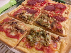 tarte flambã©e(0.0), dessert(0.0), meal(1.0), sicilian pizza(1.0), pizza cheese(1.0), pizza(1.0), meat(1.0), salt-cured meat(1.0), food(1.0), dish(1.0), cuisine(1.0), pepperoni(1.0),