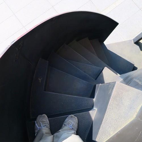 夢の中に出てきそうなこの階段、結構怖い。