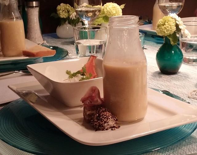 Kartoffel-Birnen Suppe mit Ziegenfrischkäse und Schinkenbrot