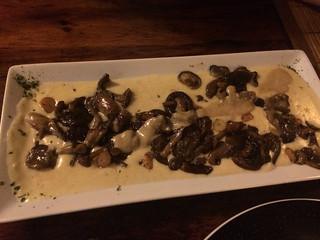 Pollo Loco - Parmentier de setas silvestres salteadas con ajo