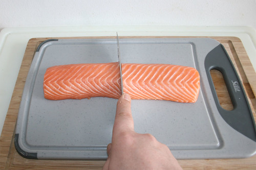 18 - Lachsfilet halbieren / Halve salmon