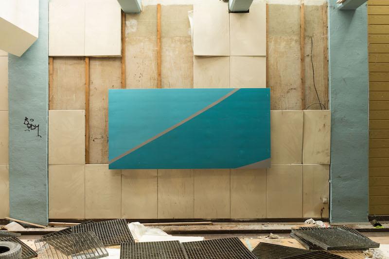 36. Michail Pirgelis, Left behind, 2015,aluminum, titan, lacquer, 132x266x4 cm
