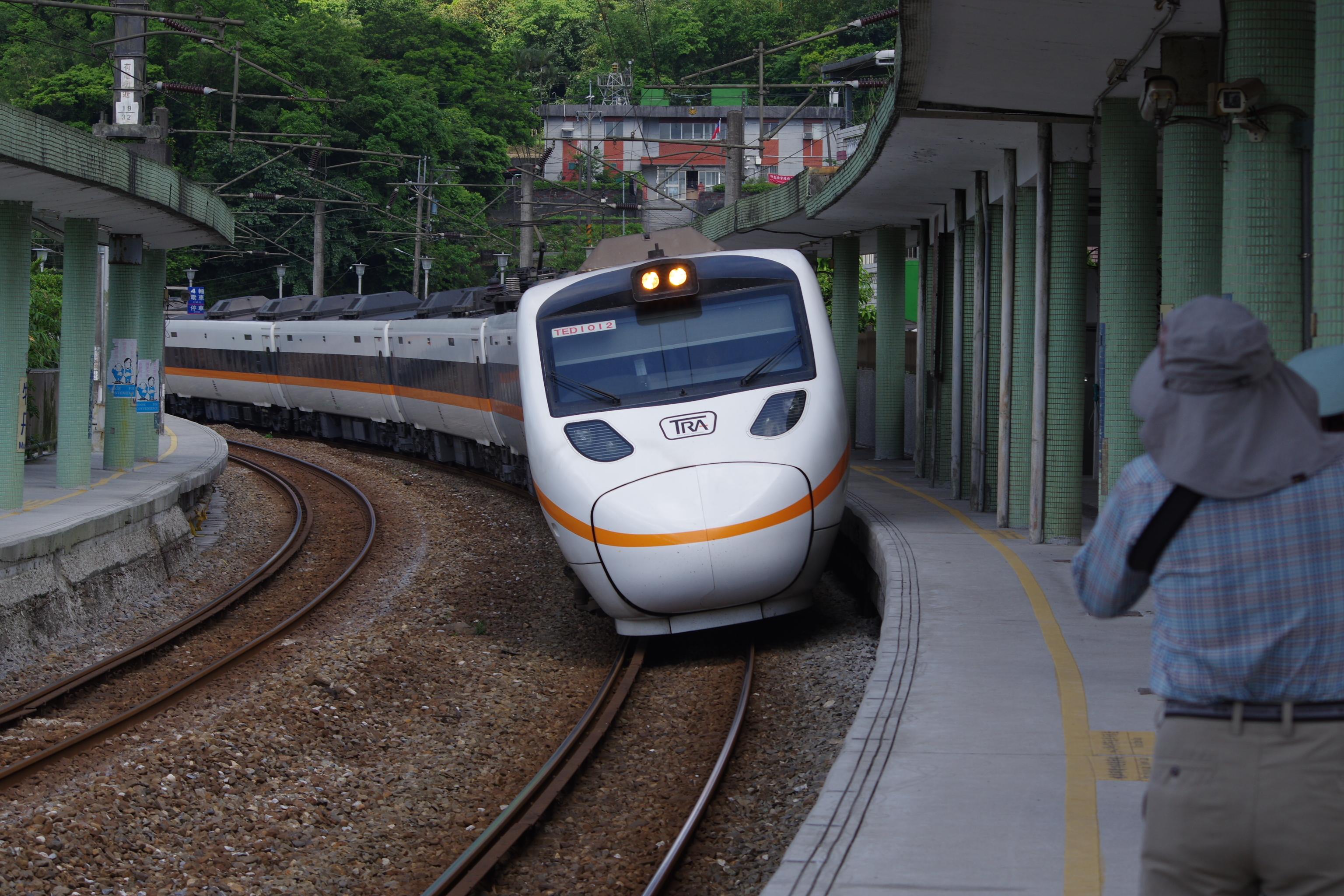 牡丹車站 拍火車 by k3!
