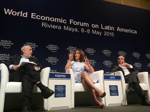 """""""Vengo con la frente en alto"""", dijo Fuentes durante un foro en Cancún"""