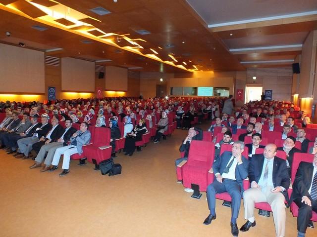 """Prof. Dr. Nevzat Tarhan Kartal'da """"Ailede Güven ve Sadakat"""" konferansı verdi 2"""