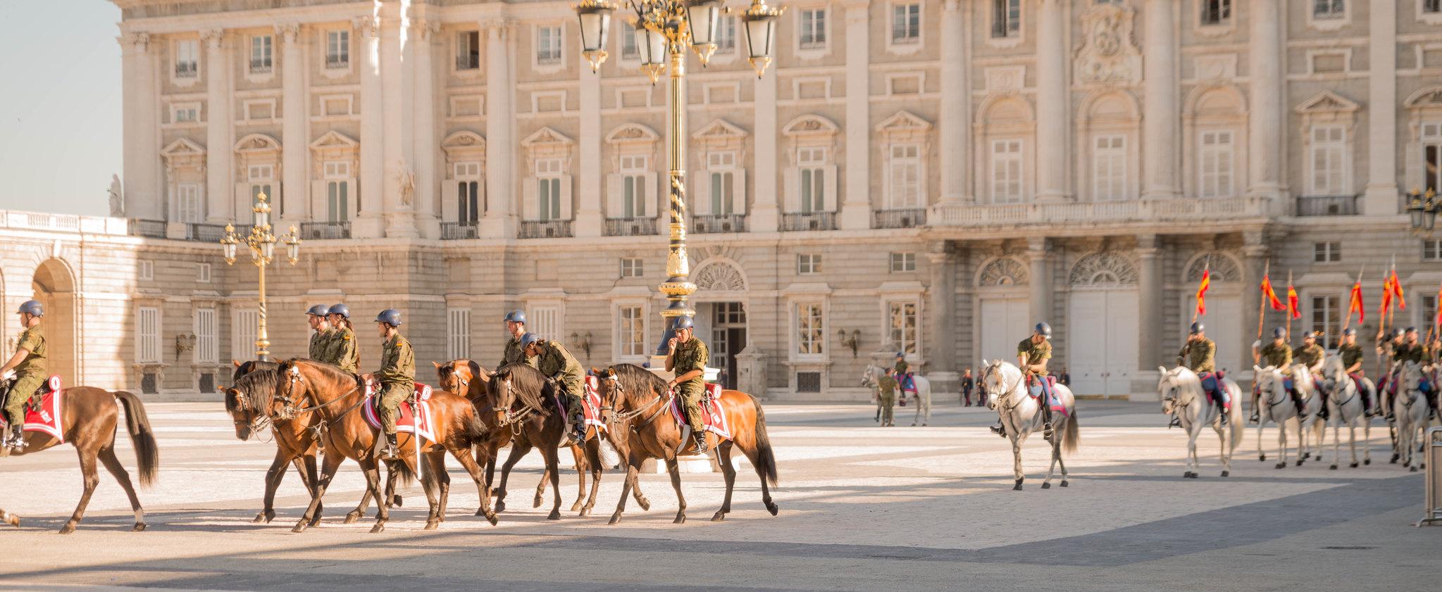 Cambio de Guardia y Relevo Solemne en el Palacio Real, rehearsal for the changing of the guard in Madrid Spain