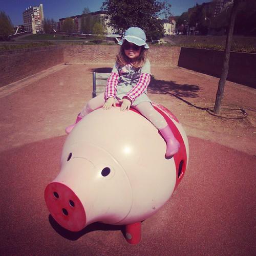 Princesse au galop sur son cochon