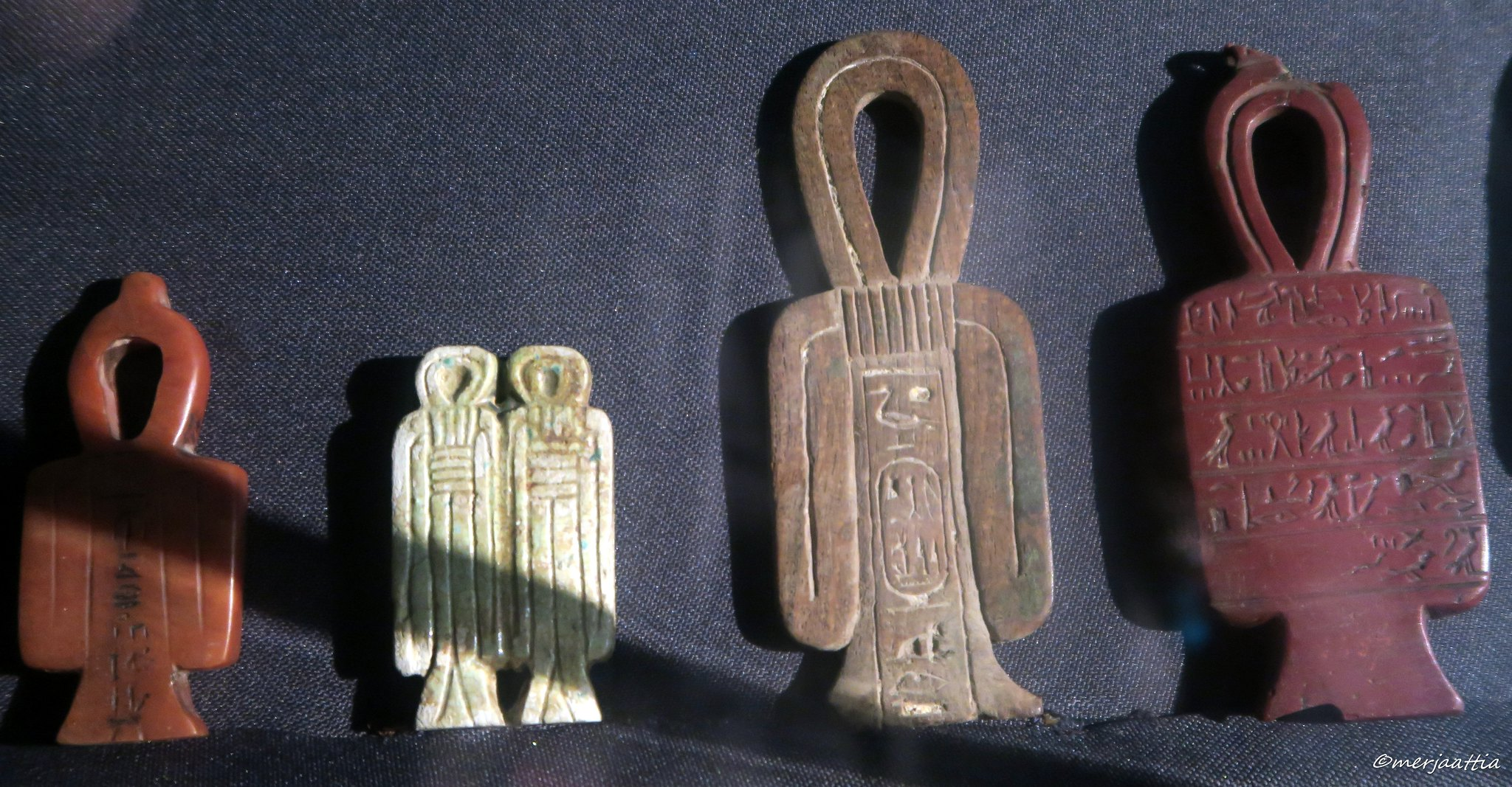 Tyet, Knot of Isis amulets