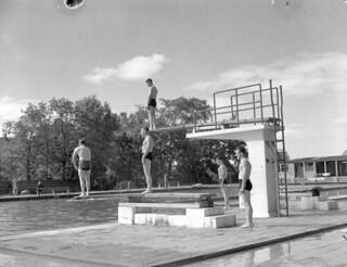 A swimming pool taken over by the Canadian Army Occupation Force (C.A.O.F.), Aurich, Germany / L'Armée d'occupation canadienne dans une piscine à Aurich, en Allemagne