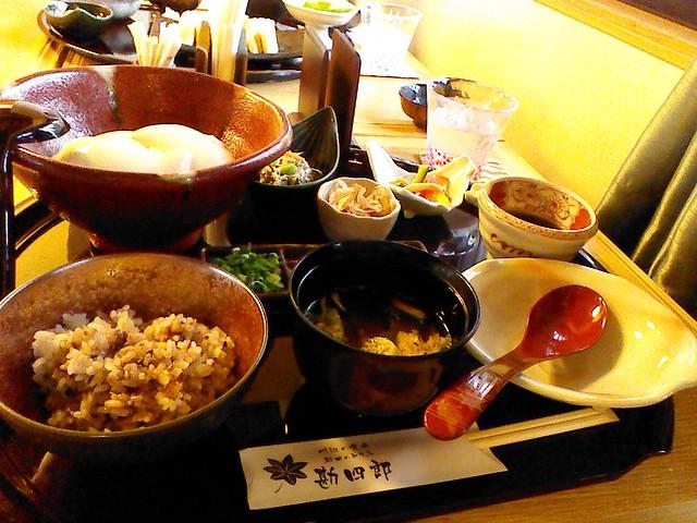 都田の勘四郎で出来たて豆腐