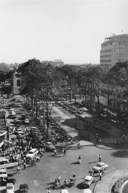 SAIGON 1966 - by Mikey Walters - Vườn hoa Công trường Lam Sơn