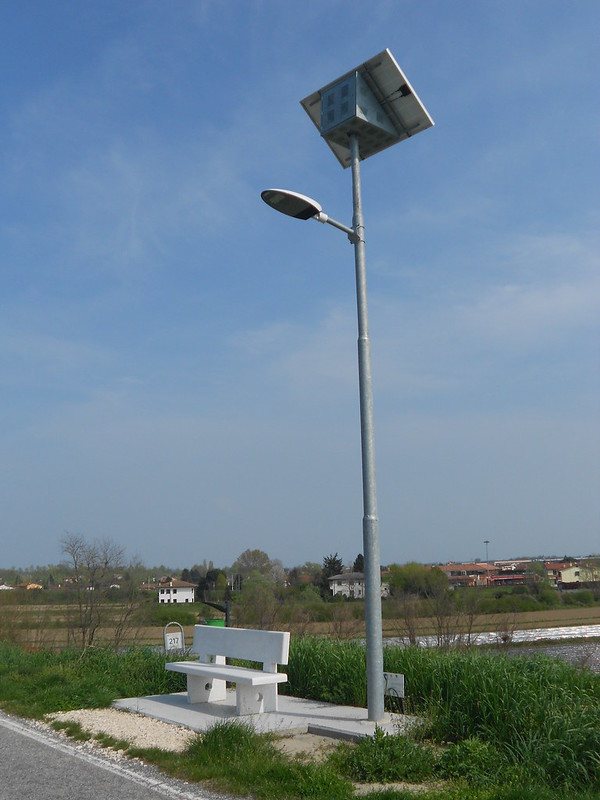 lampione, panchina e cestino, Adige, San Martino di Venezze