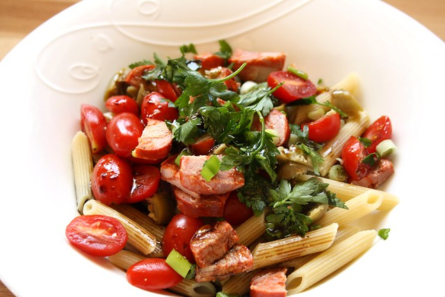 Salad Love's Chorizo, Green Olives & Whole-Wheat Pasta