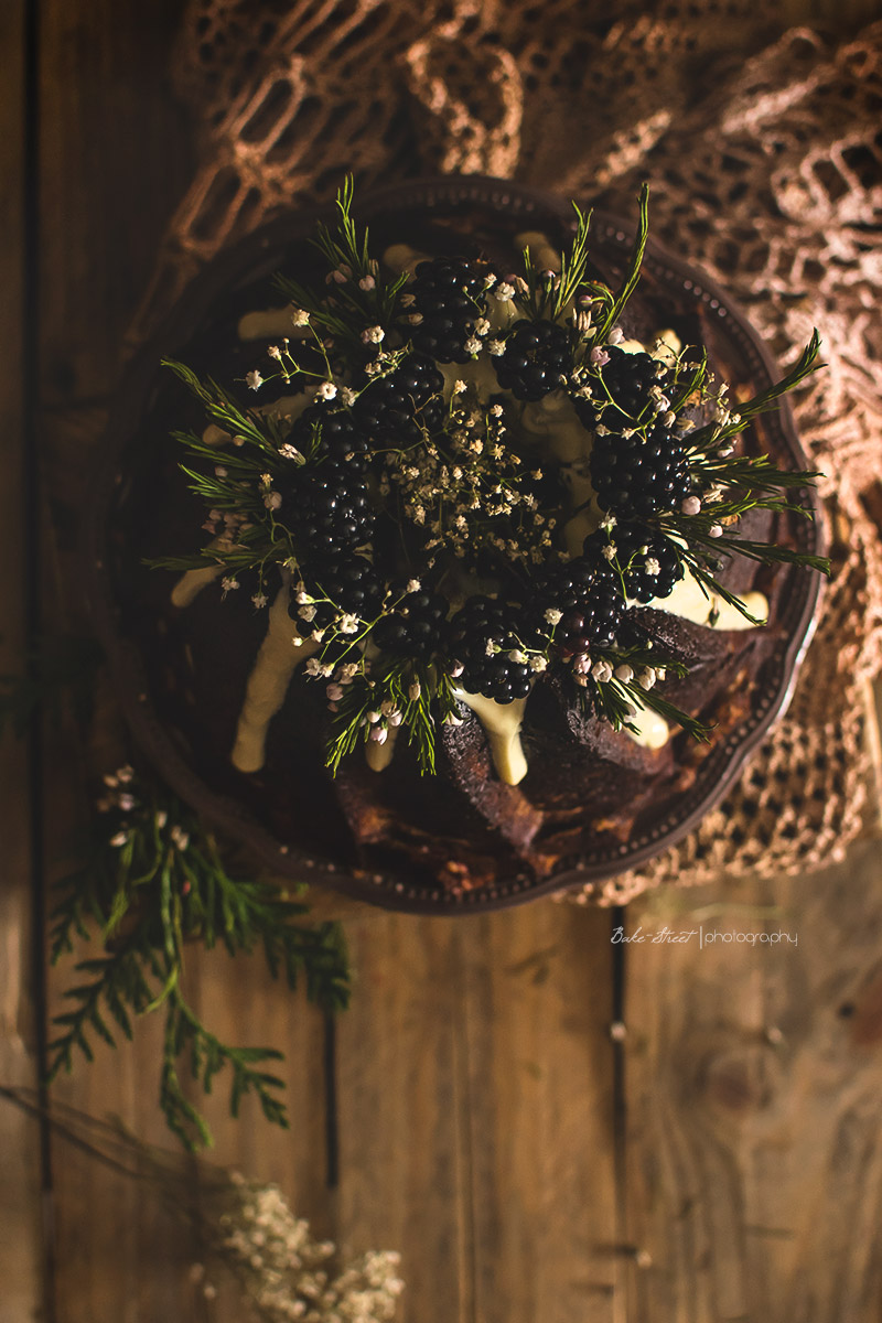 Bundt Cake de moras y chocolate blanco
