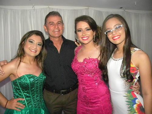 Heimar Coimbra com as filhas Vitória, Yasmin e Valentina