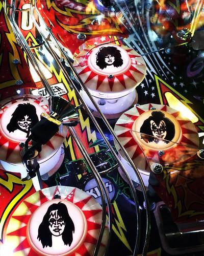 music game rock kiss band pinball 1970s