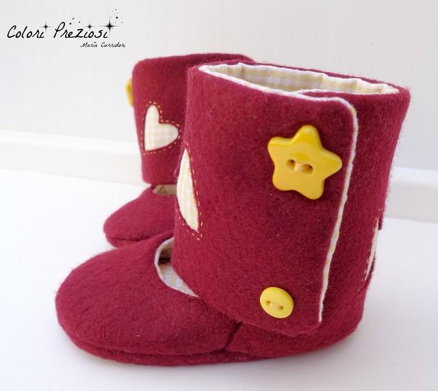 Felt baby boots