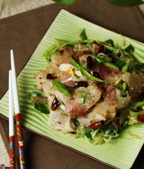 莲菜蒜苗炒腊肉