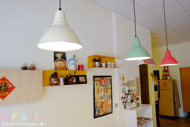 17316679522 efe8d87a0d z - 好逗Food.Cafe.Good Dog,小清新少女風咖啡店~帕尼尼不錯吃喔!