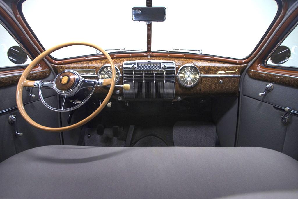 41030_I Cadillac Series 62 346CI Monobloc V8 3SPD Sedanette_Black