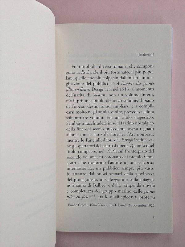La ragazza con le rose rosse, di Marcel Proust. Nuova Editrice Berti 2014. [Responsabilità grafica non indicata]. Incipit dell'Introduzione, il titolo è in capo al testo, allineato al margine esterno, a pag. 11 (part.), 1