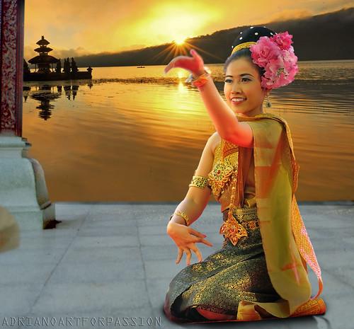sunset bali festival photoshop nikon tramonto dancer oriente fareast fotomontaggio d90 elaborazione danzatrice adrianoartforpassion nikkor1680vr festivaldellorientetorino
