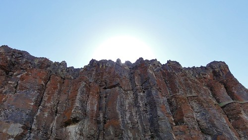 Sun shining over basalt columns at Frenchman Coulee.