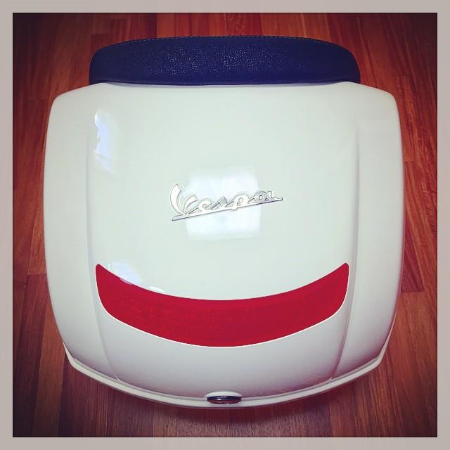 Piaggio Vespa LX125 3V用TopBoxにBackrestを装着。