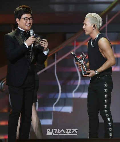 Taeyang-GoldenDisc-Awards-mainshow-20150114-Press-13