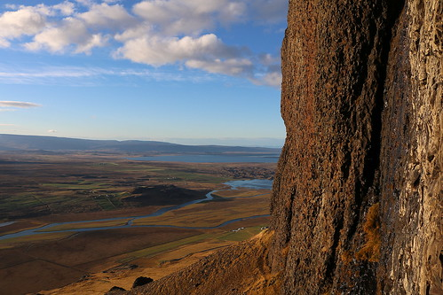 vatnsdalsfjall vatnsdalur húnavatnssýsla húnaþing mountain slope sky clouds cliffs landscape hnjúkur hjallaland flóðið hóp iceland october 2016 farms