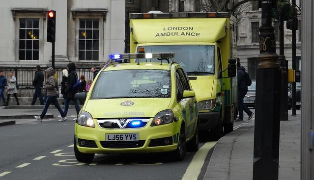 London Ambulance Service [7371 & 7077] | Rapid Response Vehicle & Emergency Ambulance | Vauxhall Zafira & Mercedes-Benz Sprinter | LJ56 YVS & LJ54 KHZ
