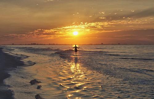 gulfofmexico sunrise fisherman florida fl sanibel sanibelisland gulfcoast angler sandpiperbeach middlegulf