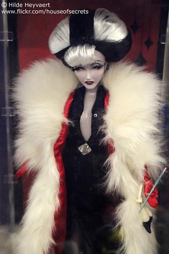 classy Cruella