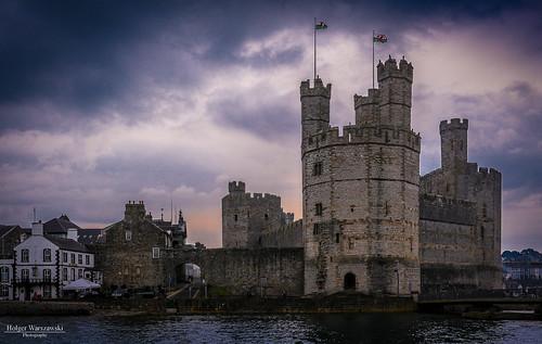 uk tower castle wales dragon harbour medieval hafen turm burg drache castell caenarfon